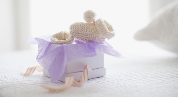chaussons-de-naissance-615x335