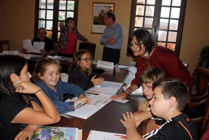 Fabienne MARIEIRO, conseillère municipale conseille le groupe de travail.