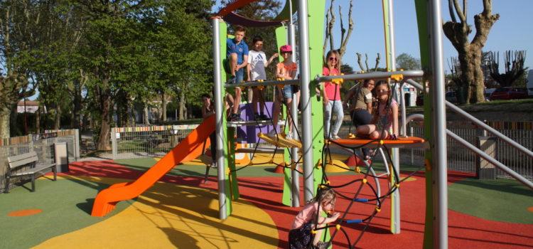 Les enfants du Conseil Municipal inaugurent la nouvelle aire de jeux