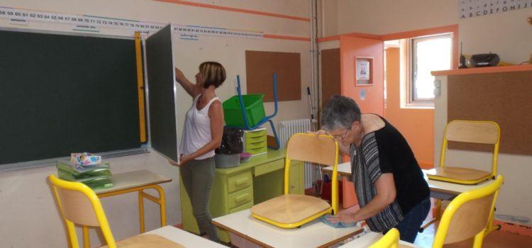 Opération de nettoyage au groupe scolaire