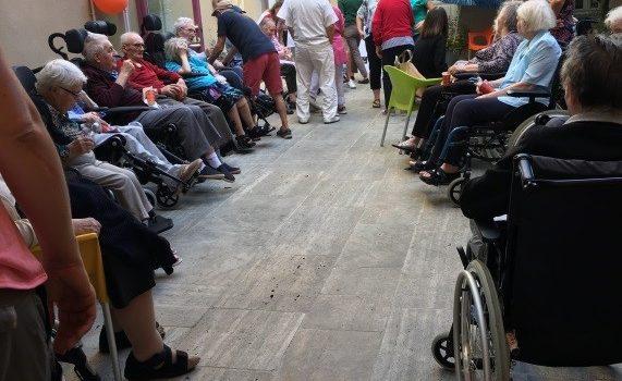 L'assocation «Le Countirou» à la maison de retraite