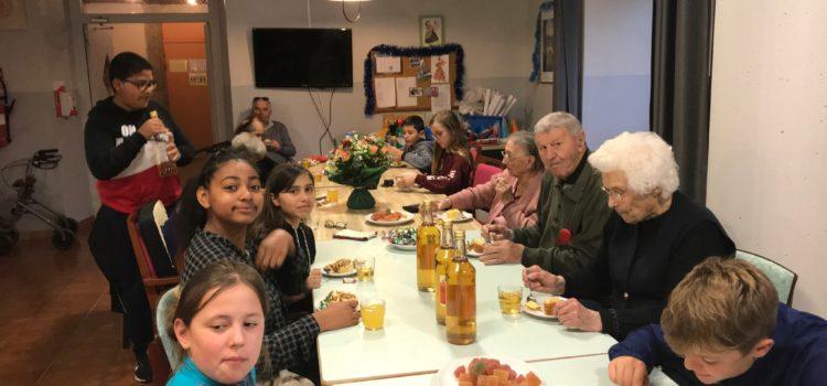 Le Conseil Municipal Enfants rend visite aux résidents de l'EHPAD