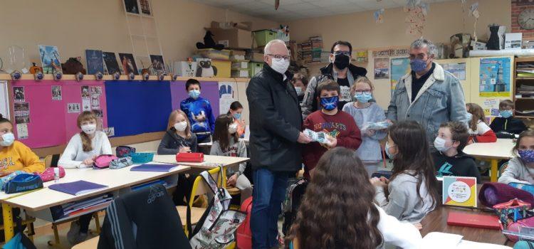 La municipalité offre des masques réutilisables aux élèves des écoles élémentaires